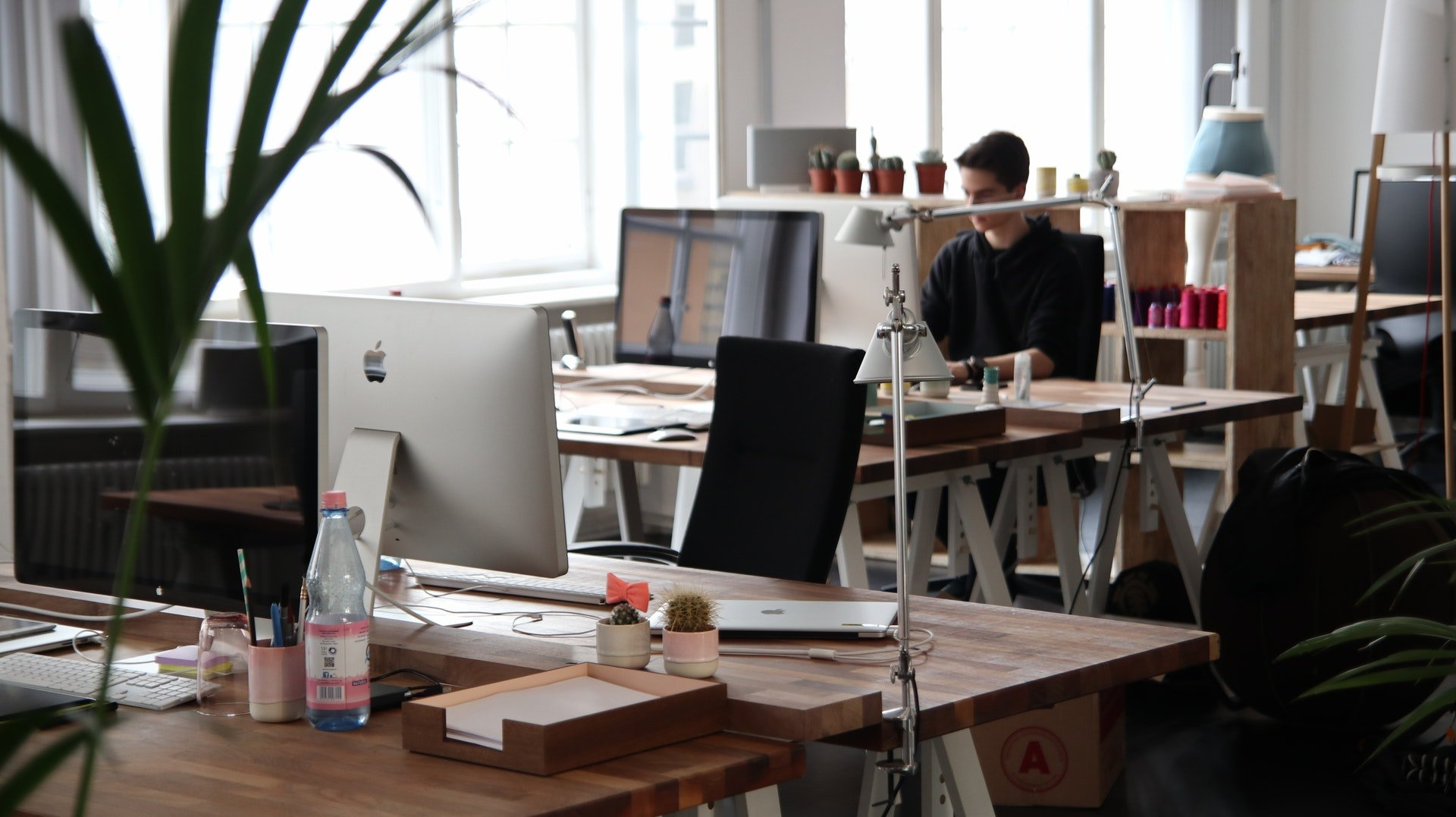 Co-working Spaces Provide Stability says Derek Lotts at Idea Girl Media